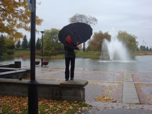 kathy avec sa parapluie transmetteur